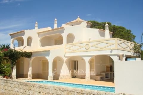 Mediterranean style  three bedroom villa in Açoteias