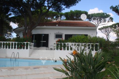 Quietly Located Villa on Large Plot