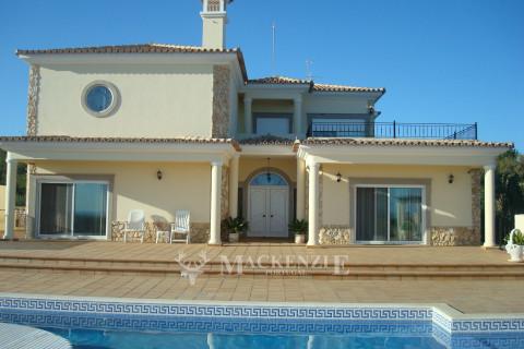 Traditional Villa with Spectacular Country and Sea Views in Santa Barbara