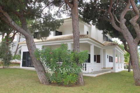 Beautiful five bedroom villa  in Açoteias