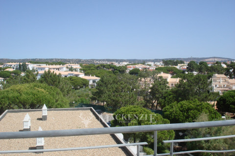 Fantastic 3 Bedroom Apartment by the Sea